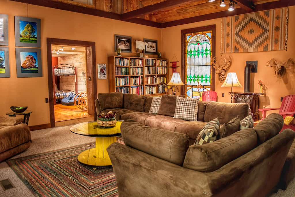 The library at our Pownal vacation rental