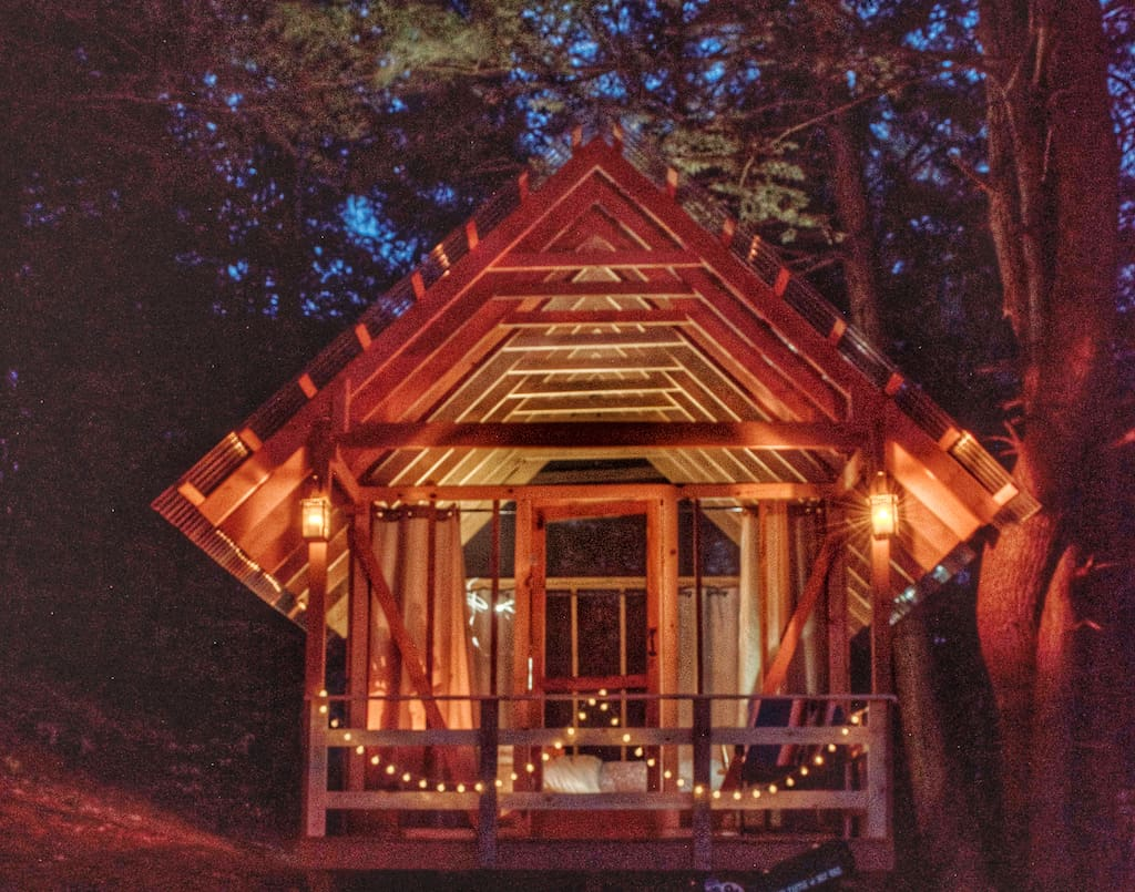 The open air cabin rental at Tanglebloom Farm in Vermont.